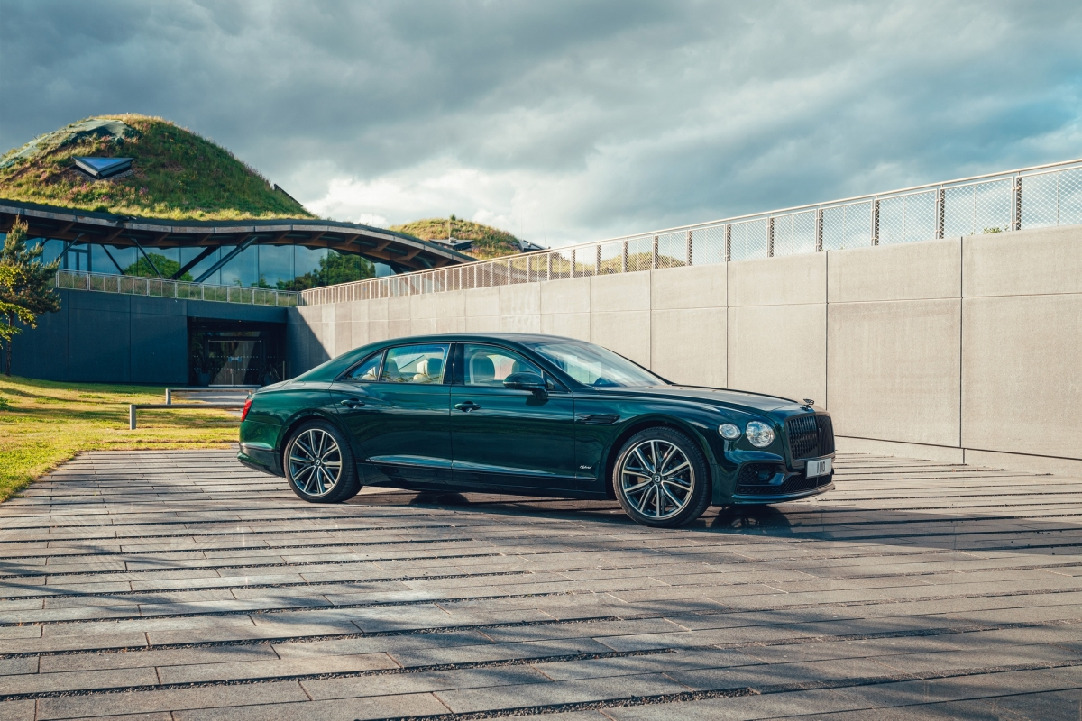 Bentley ra mắt Flying Spur Hybrid siêu tiết kiệm nhiên liệu - ảnh 1
