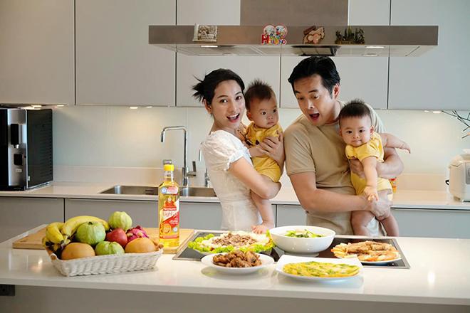 """Sao """"đảm"""" mùa dịch: Lan Phương và Sara Lưu trổ tài nấu ăn ngon với công thức chuẩn LIGHT - """"chiến"""" với thừa cholesterol - ảnh 1"""