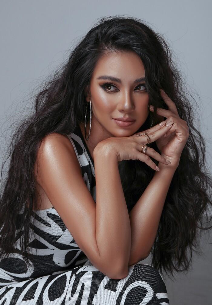 National Costume của Kim Duyên gửi tới Miss Universe mang đậm văn hóa miền Tây: Cầu kì hơn cả Kén Em - ảnh 1