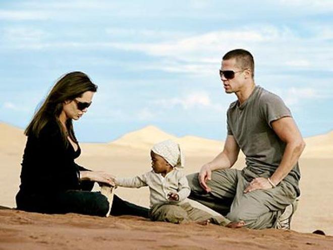 """Bóc trần bí mật của Brad Pitt – Angelina Jolie: Dàn xếp paparazzi giả vờ chụp lén để """"tẩy trắng"""" sau khi """"cắm sừng"""" vợ cũ Jennifer - ảnh 1"""