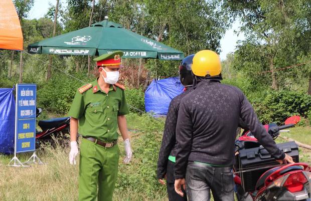 Quảng Nam siết kiểm soát, người từ Đà Nẵng không được vào tỉnh - ảnh 1