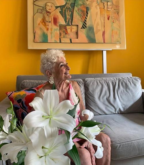 Cụ bà 85 tuổi khoe chuyện yêu trai trẻ khiến ai cũng choáng váng