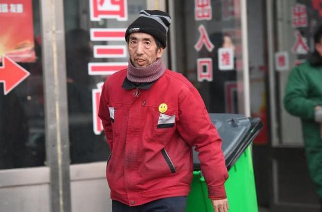 Ông công nhân vệ sinh tiết kiệm từng đồng cưu mang người nghèo - ảnh 1