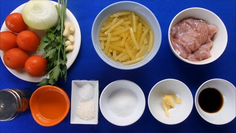 Cách làm nui xào bò sốt cà chua đơn giản cho bữa sáng tràn đầy năng lượng - ảnh 1