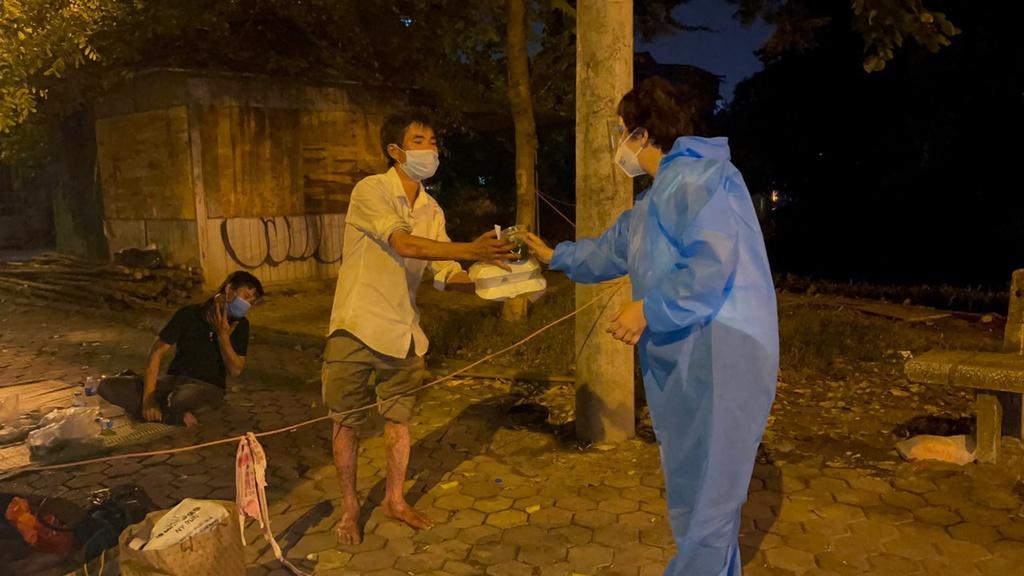 Hà Nội: Phát miễn phí 500 suất cơm mỗi ngày cho người khó khăn