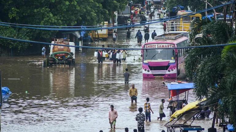 Quốc gia hứng chịu mưa lũ lớn nhất 40 năm, ít nhất 125 người chết - ảnh 1