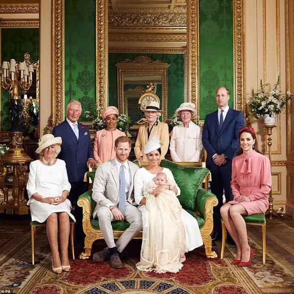 Nhà Meghan Markle muốn về hoàng gia làm lễ rửa tội cho con gái nhưng đưa ra 1 điều kiện gây phẫn nộ - ảnh 1