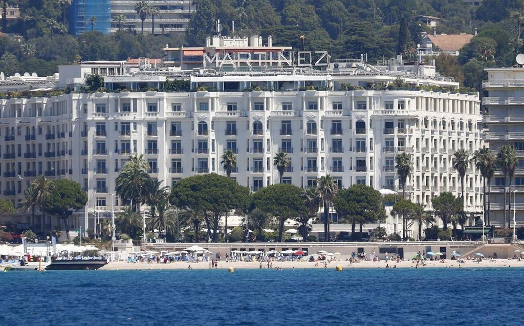 Ban tổ chức LHP Cannes 2021 căng mình chống dịch Covid-19