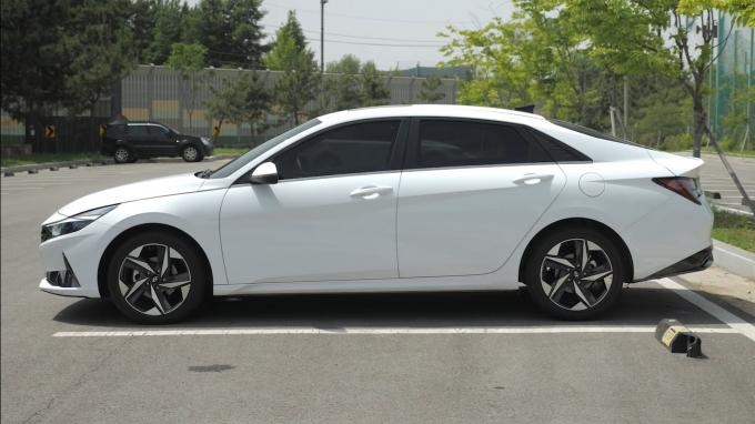 Hyundai Elantra 2022 sắp về Việt Nam có những thay đổi gì đặc biệt? - ảnh 1