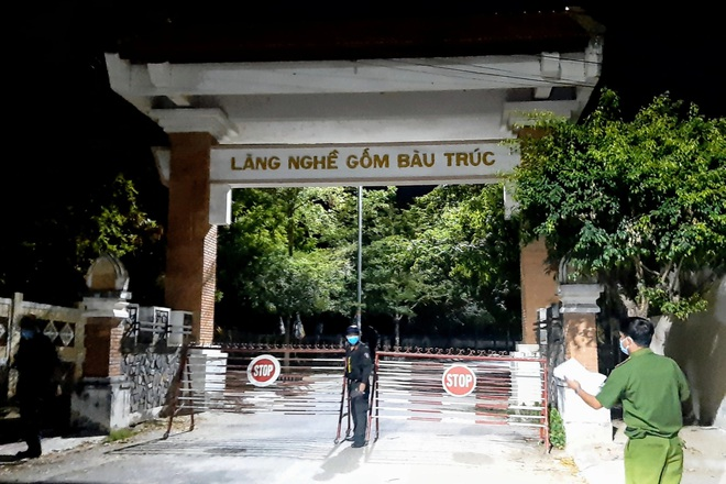 Phong tỏa làng gốm Bàu Trúc vì chùm 18 ca mắc Covid-19