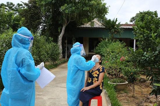 13 trường hợp là F1 của 2 bệnh nhân COVID tại Hà Tĩnh âm tính lần 1 với COVID-19 - ảnh 1