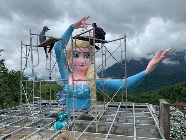 Tượng Nữ hoàng băng giá Elsa ở Sa Pa đã được tháo dỡ - ảnh 1