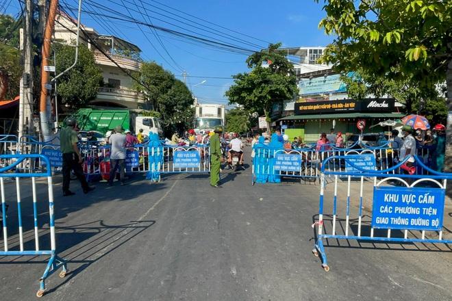 Tạm đóng cửa tất cả các chợ truyền thống ở TP Nha Trang từ 0h ngày 26/7 - ảnh 1