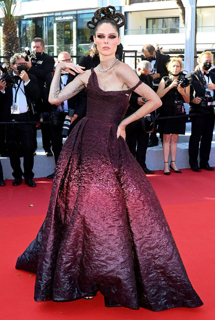 Cùng một kiểu váy kén dáng, Angelababy và siêu mẫu Coco Rocha ai mặc đẹp hơn?