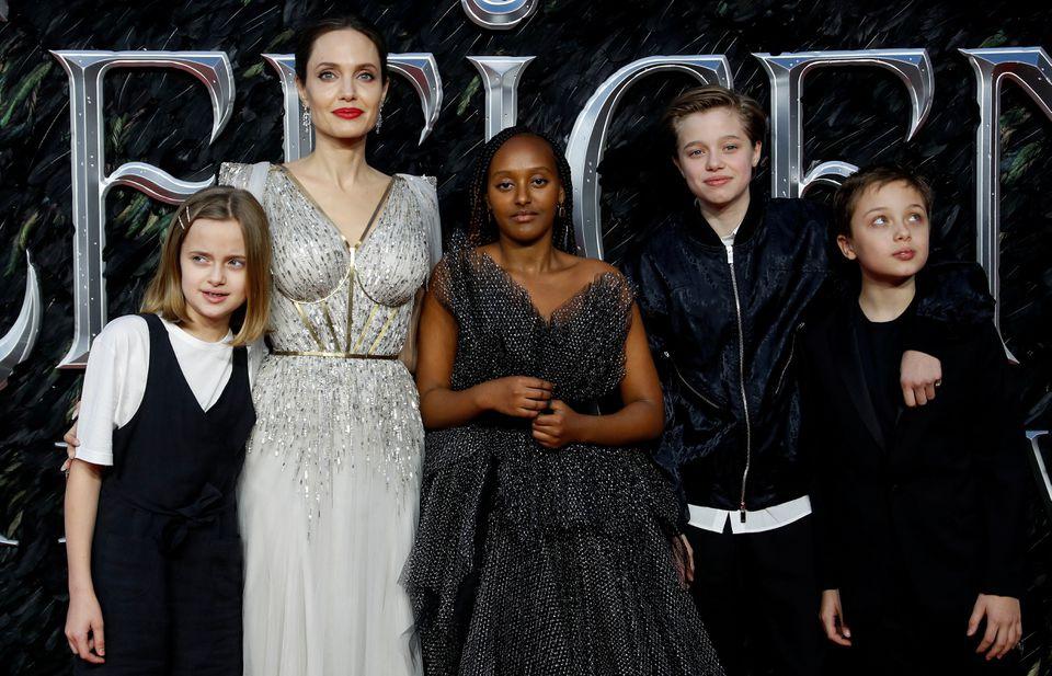 Thẩm phán xử vụ ly hôn Angelina Jolie - Brad Pitt nhận lệnh từ chức - ảnh 1