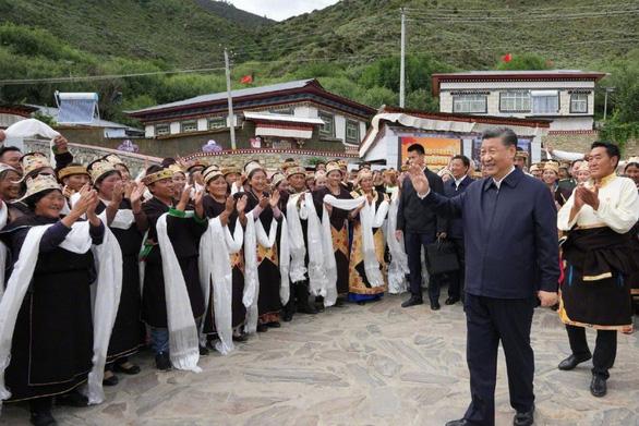Chủ tịch Trung Quốc Tập Cận Bình lần đầu đến thăm Tây Tạng - ảnh 1