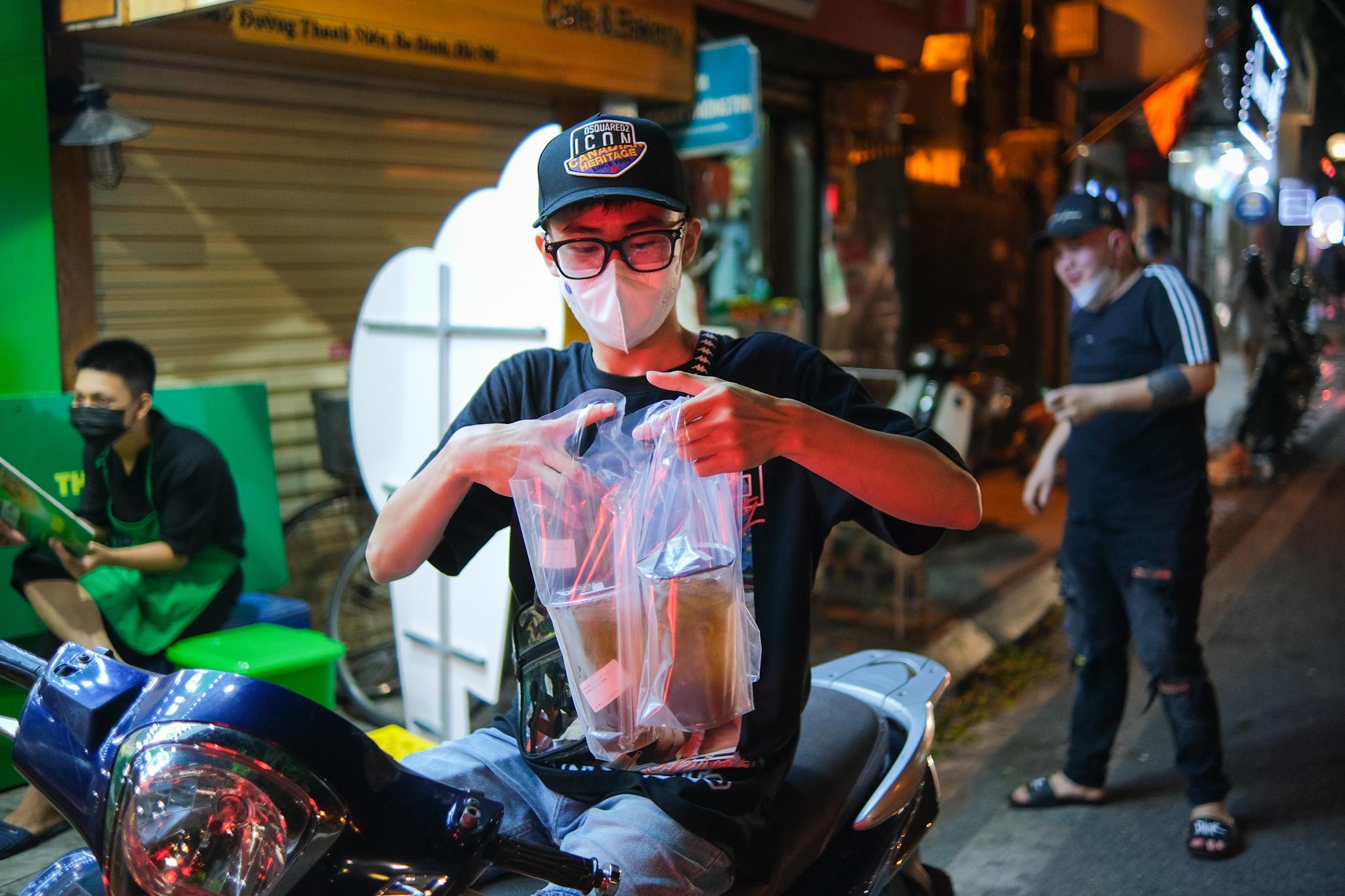 Bán mang về 1.000 cốc trà bí đao mỗi ngày ở Hà Nội - ảnh 1