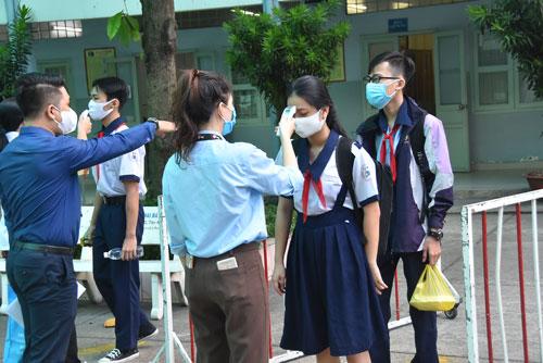 Tuyển sinh lớp 10 tại TP HCM: Nên xét tuyển cả hệ chuyên - ảnh 1