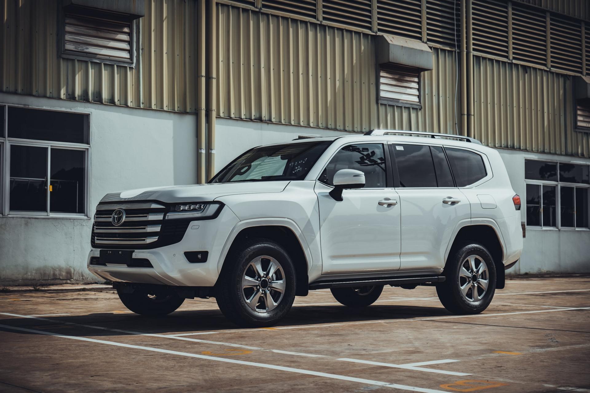 """Toyota """"bắt"""" khách hàng mua Land Cruiser 2022 ký cam kết không bán lại xe - ảnh 1"""