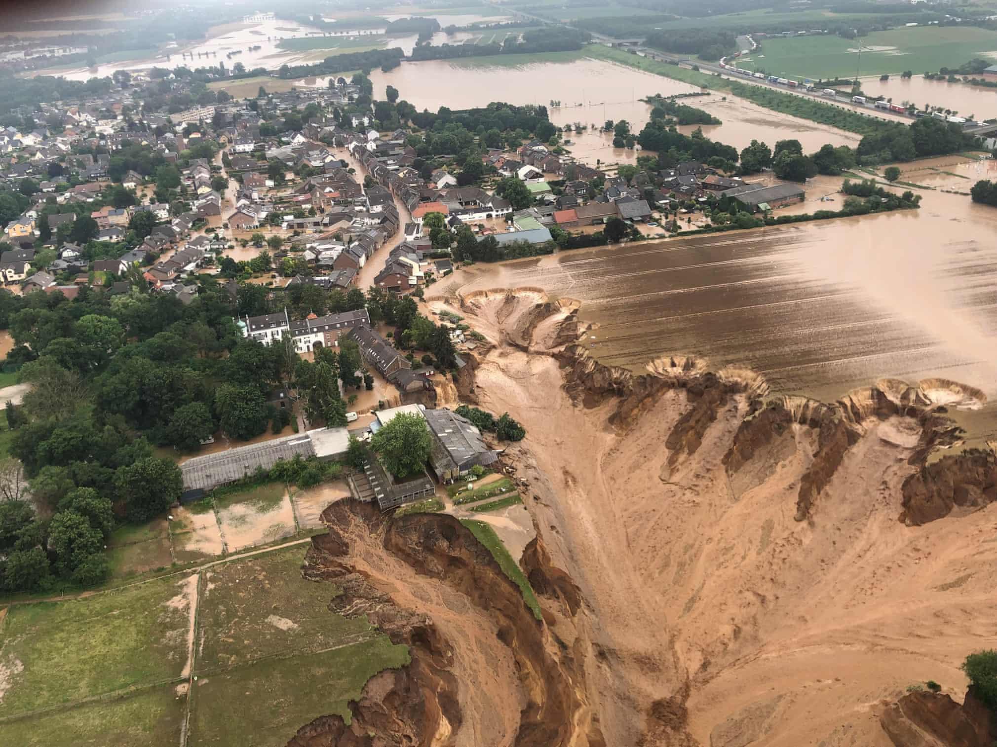 Lũ lụt, cháy rừng và loạt ảnh khủng hoảng khí hậu toàn cầu - ảnh 1