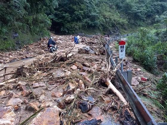 Cảnh báo: Mưa lớn ở vùng núi Bắc bộ, có nơi trên 250mm/đợt, nguy cơ xảy ra lũ quét, sạt lở đất - ảnh 1