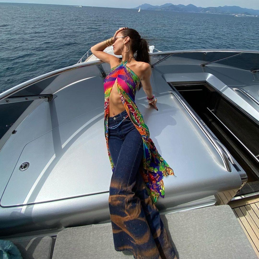 Bella Hadid, Rihanna chuộng mặc gì vào mùa hè? - ảnh 1
