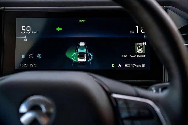 """Huawei cách chức người đứng đầu bộ phận xe tự hành vì """"nói xấu Tesla"""""""
