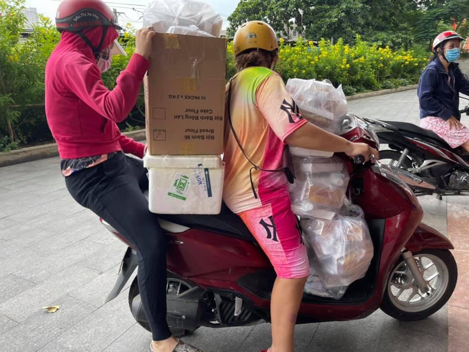 Tiếp tục giãn cách, 4 phụ nữ Sài Gòn nổi lửa nấu cơm giúp cả ngàn người