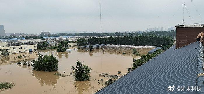 Khung cảnh thành phố iPhone chìm trong biển nước - ảnh 1