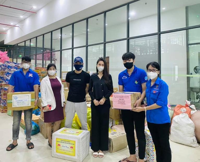 Thủy Tiên lên tiếng khi bị tố ''''nhận vơ'''' 100 tấn gạo tiếp tế cho Sài Gòn - ảnh 1
