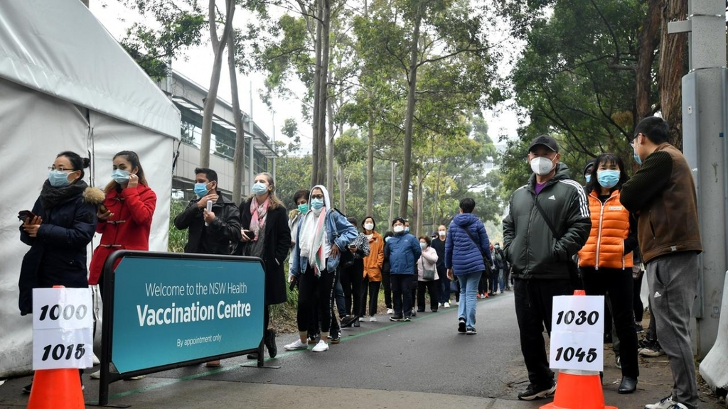 Hàng nghìn thanh niênAustraliatự nguyện đăng ký tiêm vaccine AstraZeneca