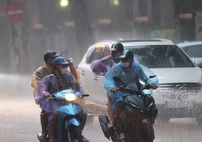 Tâm áp thấp nhiệt đới cách bờ biển Thanh Hoá 130km về phía Đông, gió giật cấp 8 - ảnh 1