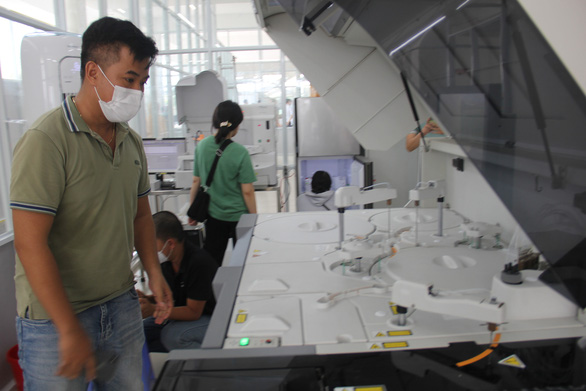 Bộ Y tế hỗ trợ Đà Nẵng máy xét nghiệm COVID, xe tiêm vắc xin lưu động - ảnh 1