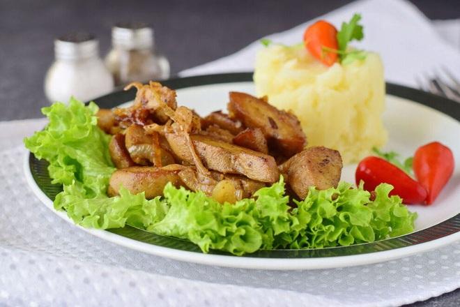 Món ăn độc lạ từ… tinh hoàn bò - ảnh 1