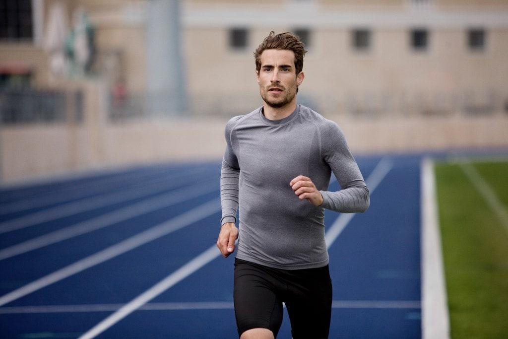 Vì sao bạn không nên căng cơ trước khi chạy?
