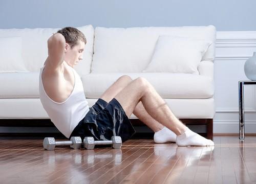 """Người đàn ông có cách tập thể dục tại nhà mùa giãn cách khiến cả xóm """"náo động"""" - ảnh 1"""