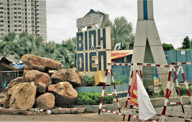 Cận cảnh chợ đầu mối lớn nhất Việt Nam trong những ngày phong tỏa chống COVID-19 - ảnh 1