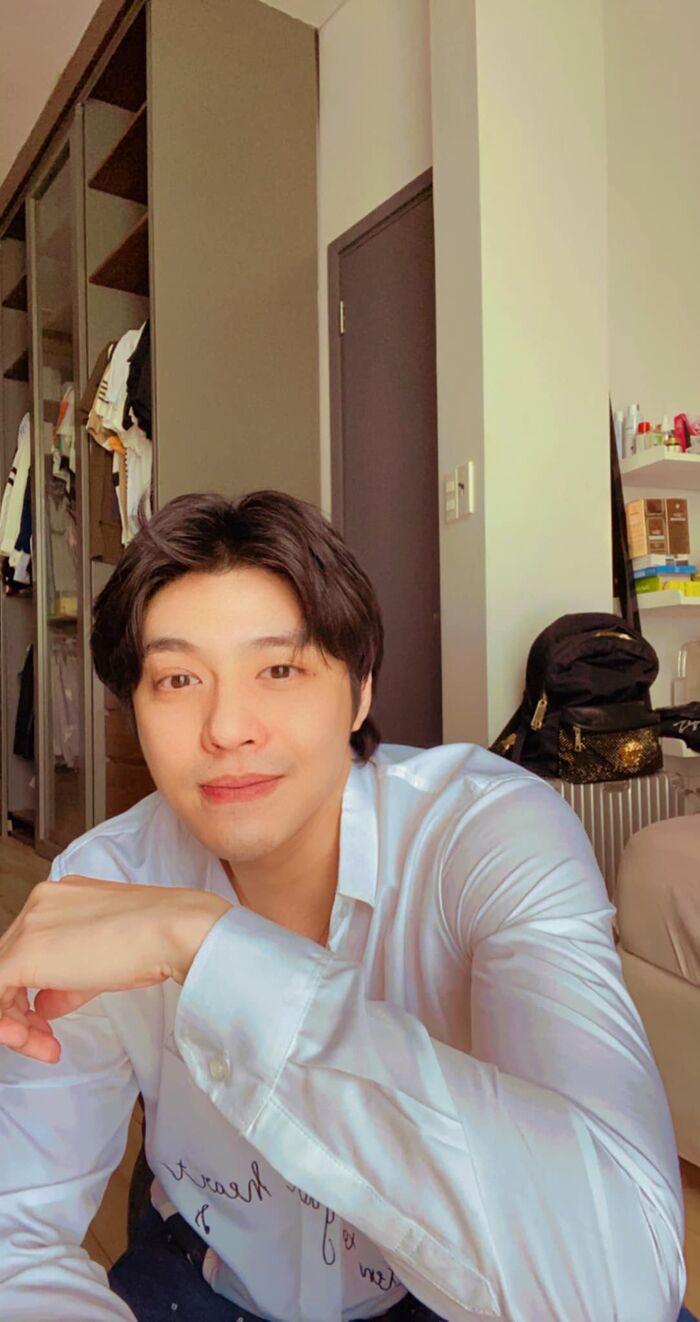 Họp online mùa dịch, Noo Phước Thịnh khiến fan phì cười vì style cọc cạch, trên sang dưới sến