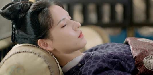 """Netizen thế giới chỉ trích Trương Dư Hi vì bệnh nặng mà make up """"dày cui"""" ở Dữ Quân Ca, quá lố không thua gì Cúc Tịnh Y"""