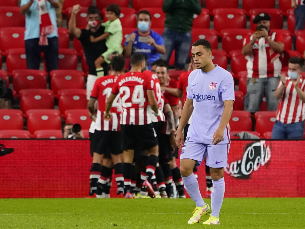 Memphis Depay ghi bàn, Barca thoát thua Athletic Bilbao