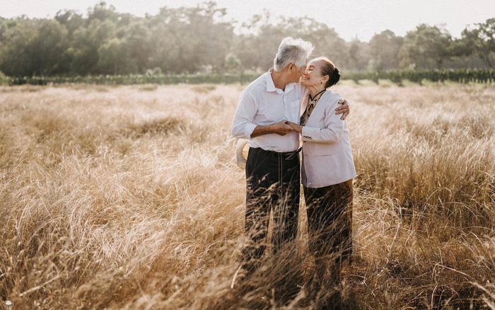 """75 tuổi dẫn """"vợ sắp cưới"""" về chào con cháu"""