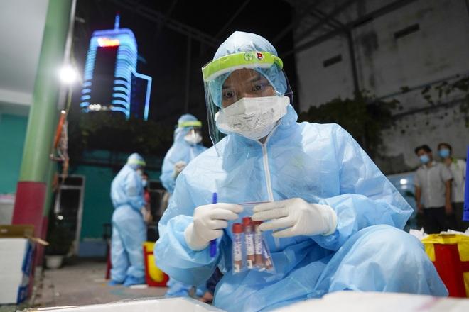 TPHCM ghi nhận 6.000 ca nhiễm SARS-CoV-2 trong ngày đầu xét nghiệm mở rộng