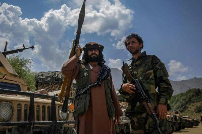 Hàng trăm lính Taliban chờ lệnh tấn công thành trì kháng chiến cuối cùng
