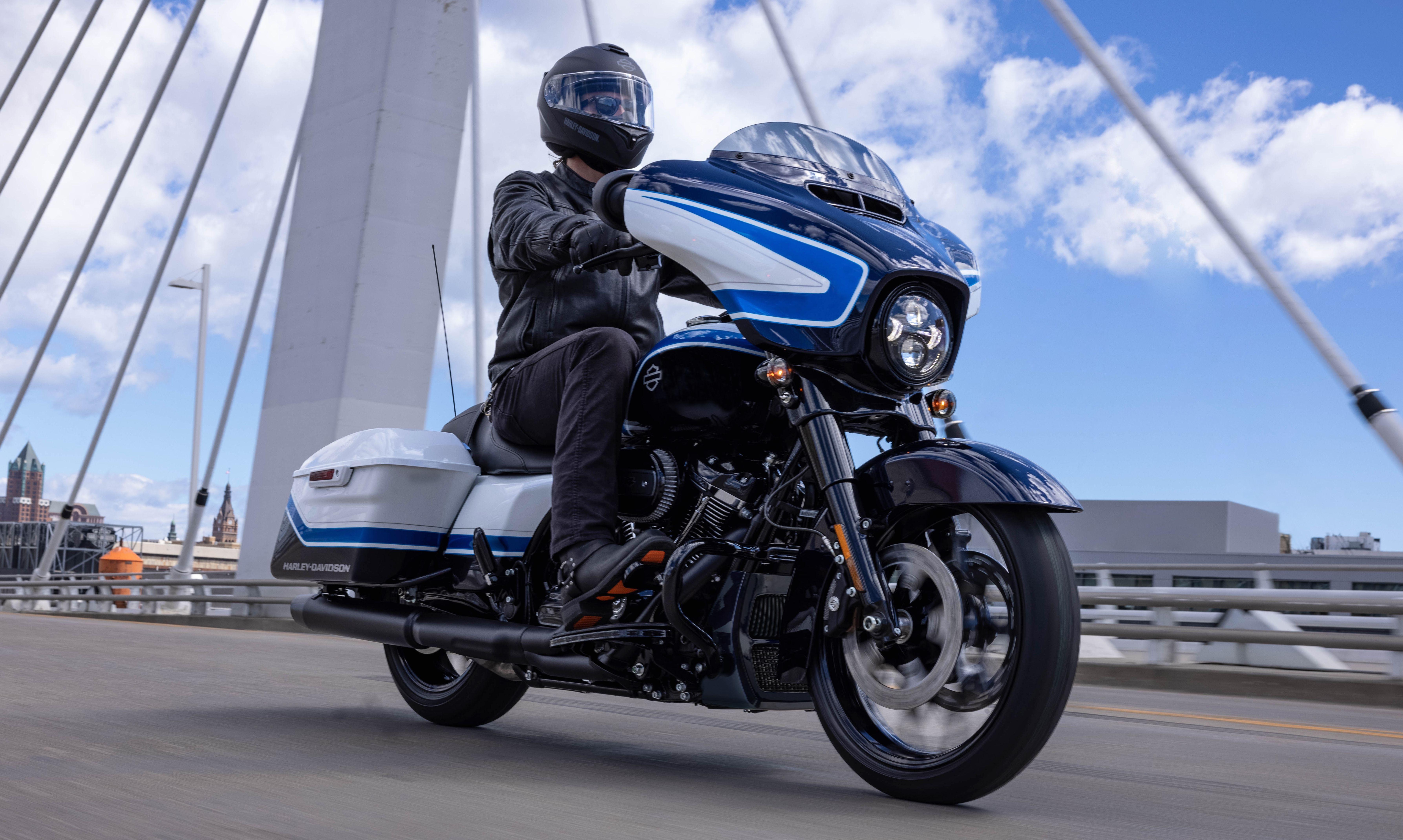 Harley-Davidson ra mắt Street Glide màu đặc biệt Artic Blast