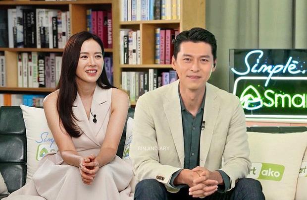 """MXH """"nổ"""" vì ảnh Hyun Bin – Son Ye Jin lần đầu cùng dự sự kiện hậu công khai hẹn hò, đã mặc đồ đôi còn ôm ấp như phu thê?"""