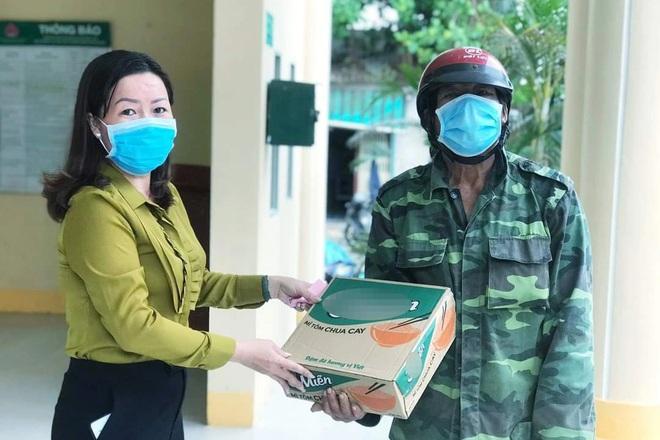 Gần 100 hộ dân ở xã đảo Thổ Châu vui mừng nhận tiền hỗ trợ