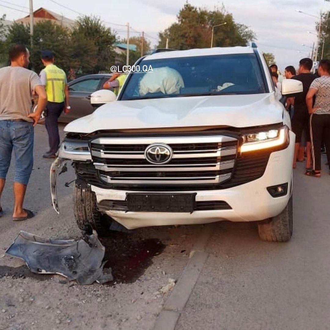 Toyota Land Cruiser LC300 đầu tiên gặp nạn