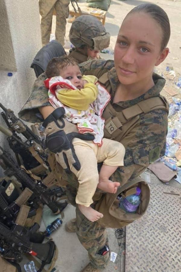 Câu nói cuối cùng trước khi bị giết của nữ quân nhân Mỹ ở Afghanistan khiến mạng xã hội xúc động