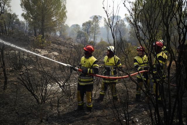 Gió mạnh đe dọa thổi bùng đám cháy rừng tại Pháp
