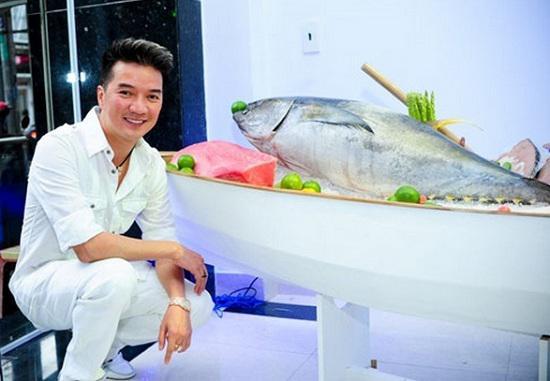 """Sự nghiệp kinh doanh đáng nể của sao Việt: Chuỗi công ty, cửa hàng hải sản siêu """"khủng"""" của Đàm Vĩnh Hưng"""